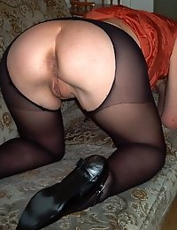 Kinky housewife loves to show us her stuff