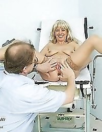 Fetish Jirina mature examon gynochair with metal speculum