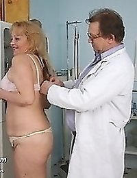 Mature hairy pussy Stazka being gyno speculum examined at clinic by doctor